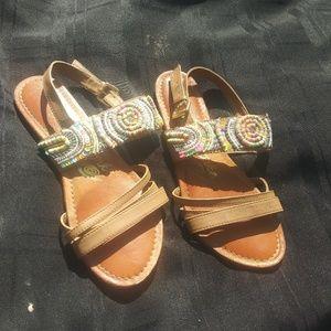 Very cute sandals!